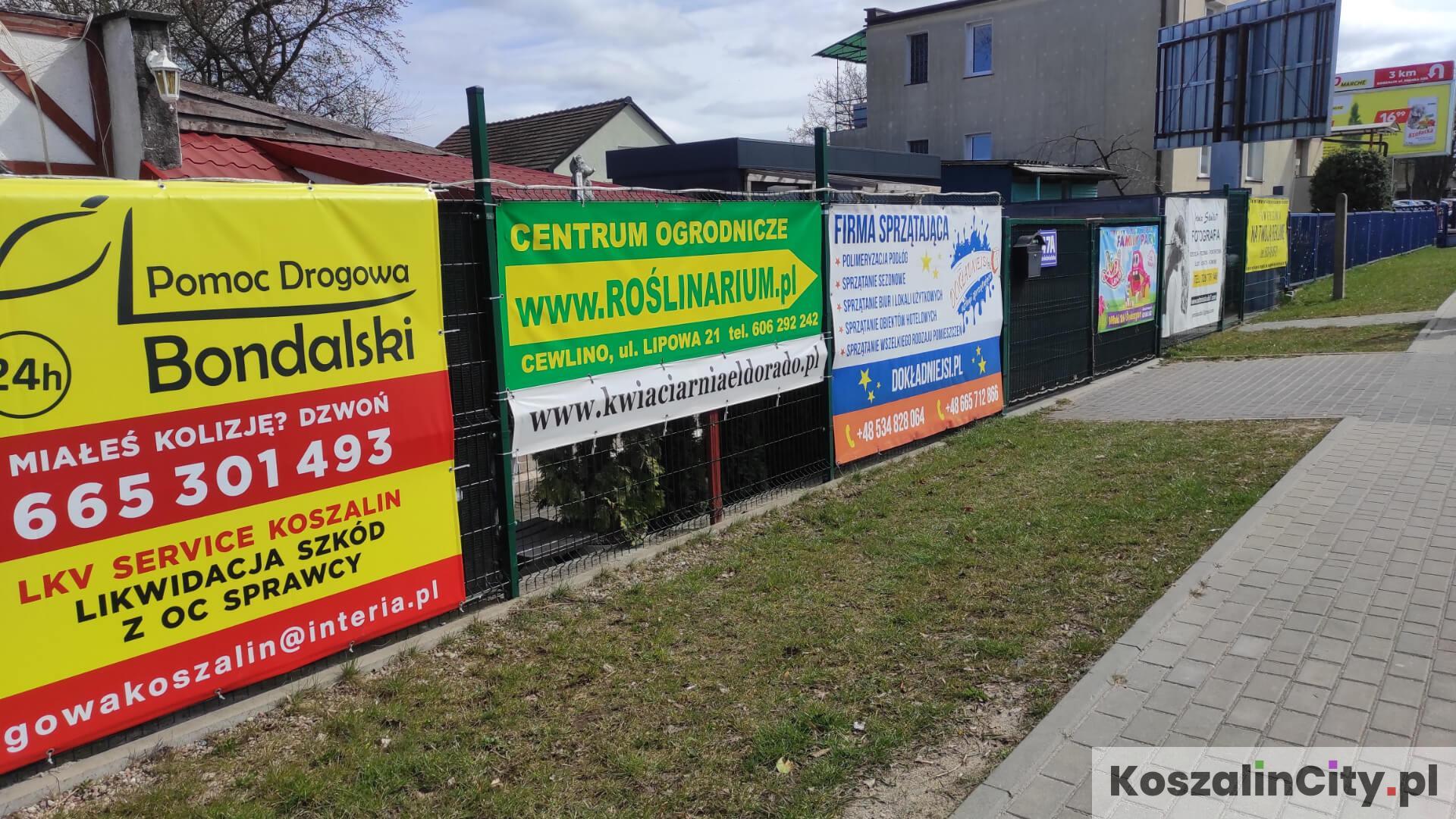 Banery reklamowe wywieszane na płotach zaśmiecają miasto