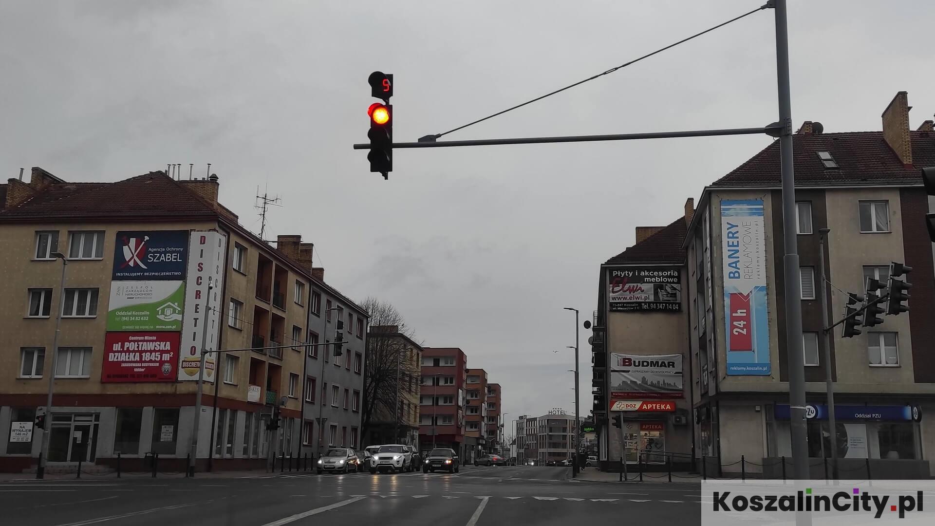 Reklamy na budynkach w centrum Koszalina