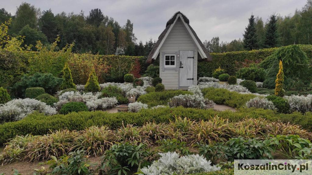 Domek w ogrodzie Cztery Porty Roku - Ogrody Hortulus Spectabilis