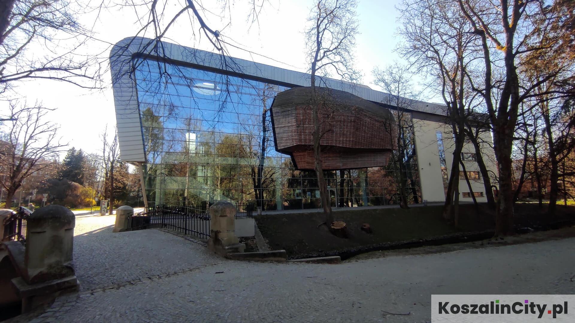 Filharmonia w Koszalinie od strony Parku im. Książąt Pomorskich