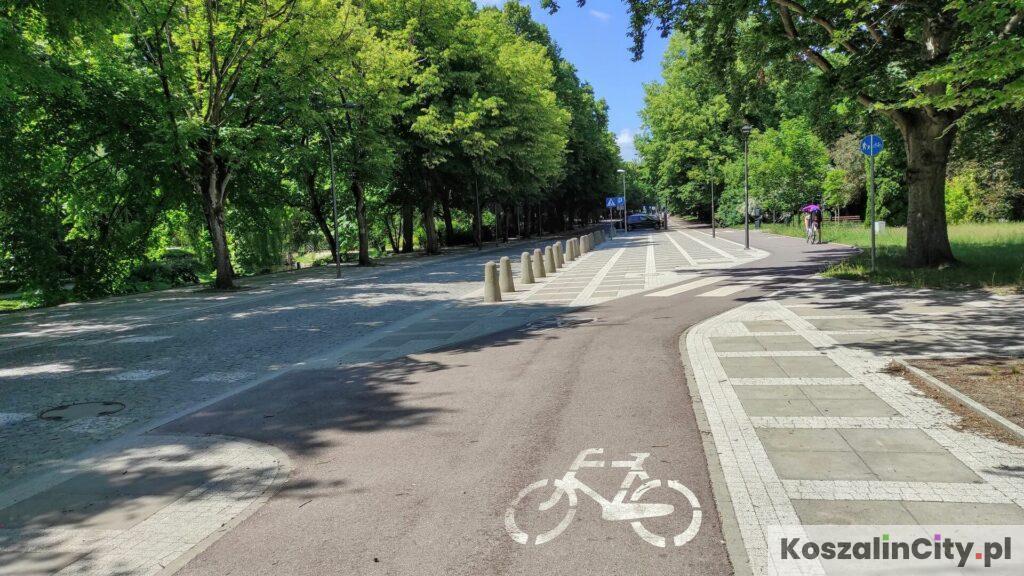 Ścieżka rowerowa w okolicach parku przy amfiteatrze