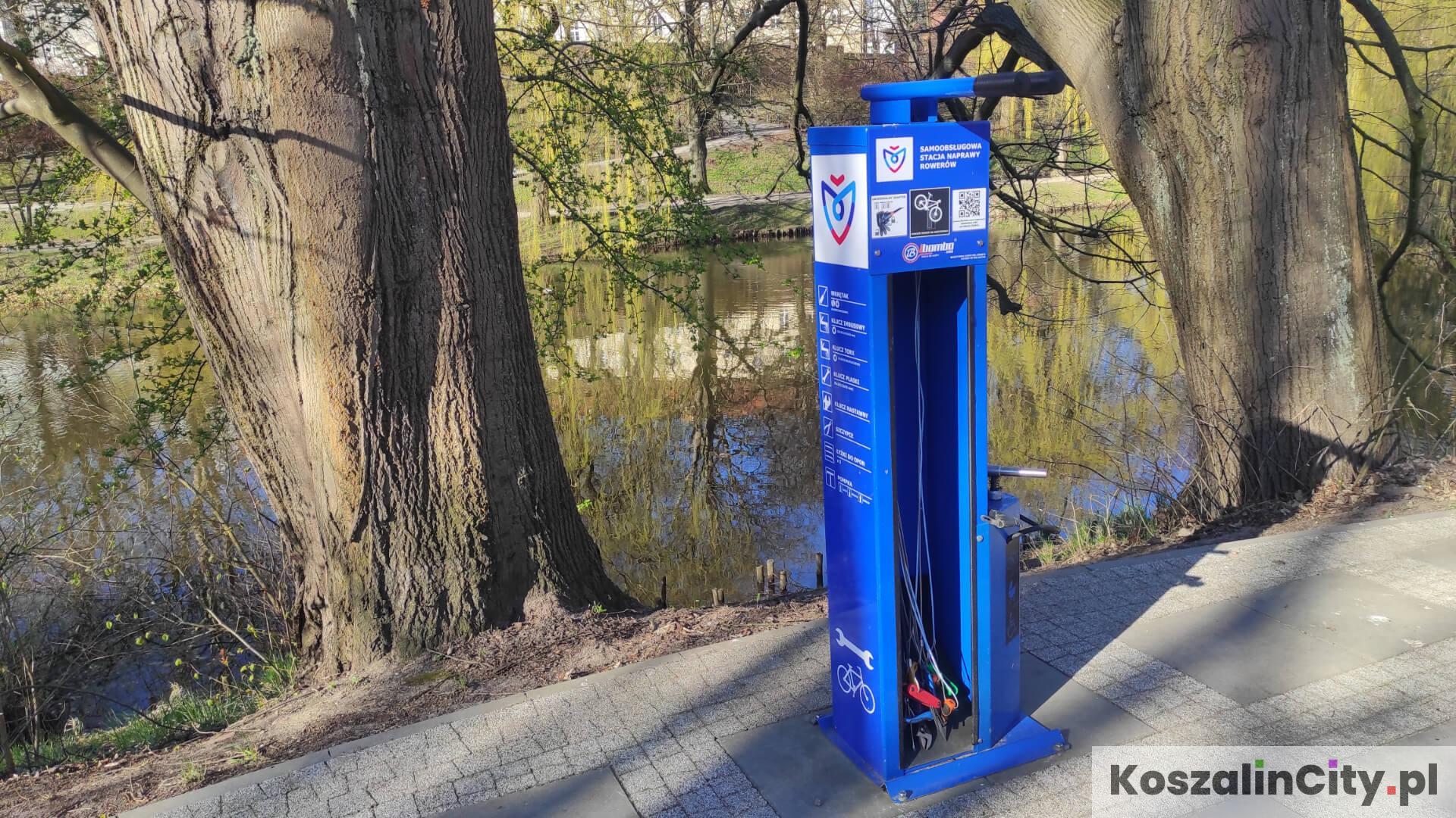 Stacja rowerowa przy parku w Koszalinie