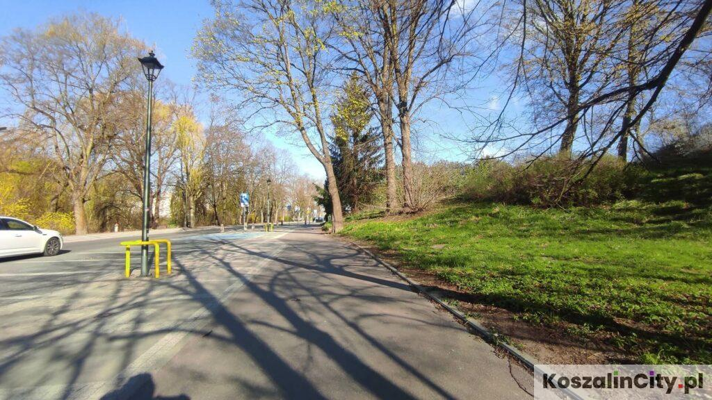 Ścieżka rowerowa przy Parku im. Książąt Pomorskich w Koszalinie