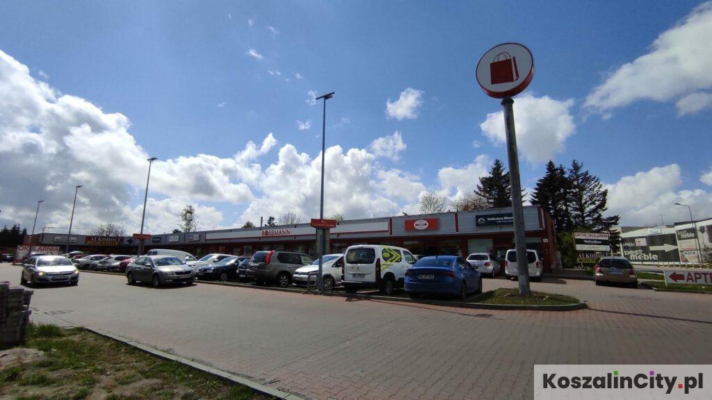 Duży parking na placu Czerwona Torebka w Koszalinie