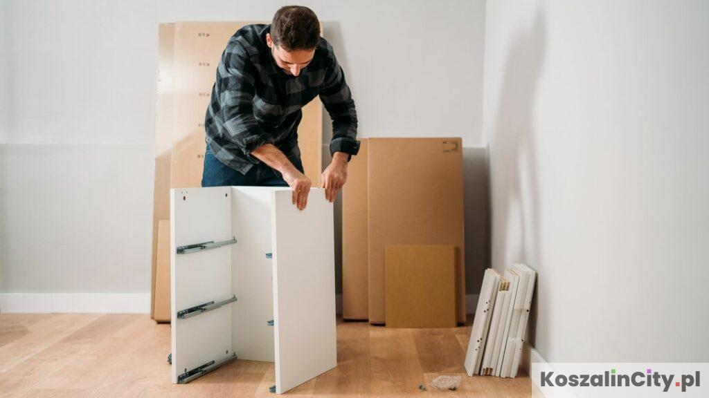 Meble z IKEA w paczkach z instrukcją do złożenia