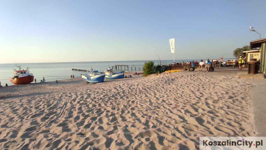 Plaża przy porcie rybackim w Unieściu-Mielnie to jedna najlepszych plaż w pobliżu Koszalina