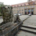 Sąd Rejonowy w Koszalinie - lwy i główny budynek