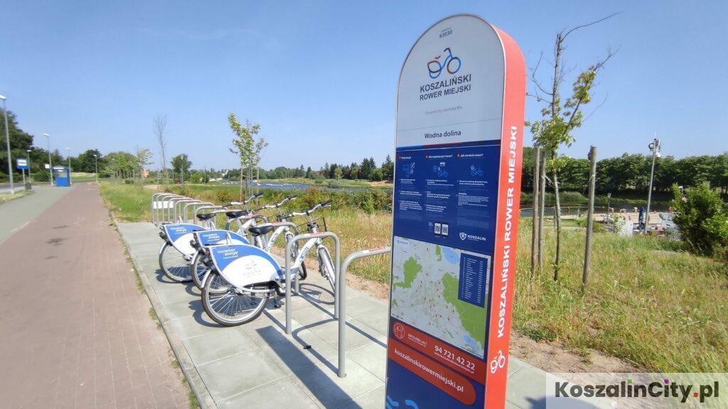 Stacja wypożyczenia rowerów miejskich koło Wodnej Doliny w Koszalinie