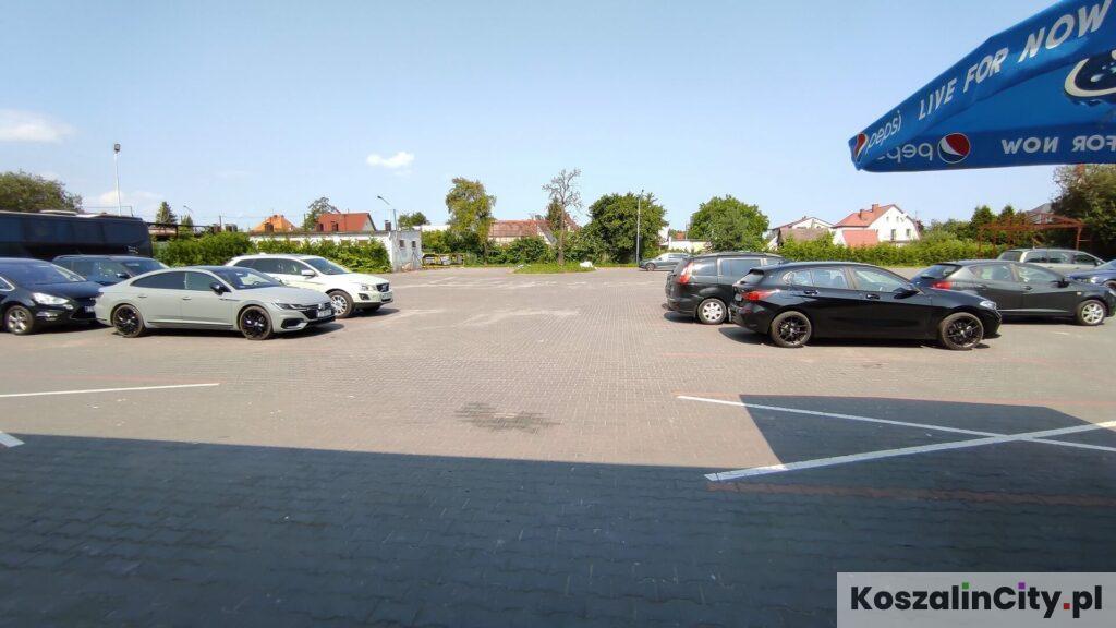 Parking przed PlayParkiem w Koszalinie
