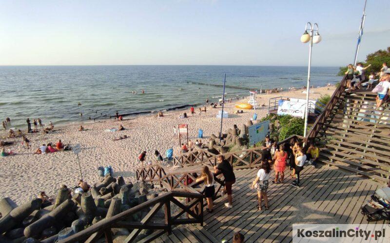 Zejście na plaże z deptaka w Mielnie