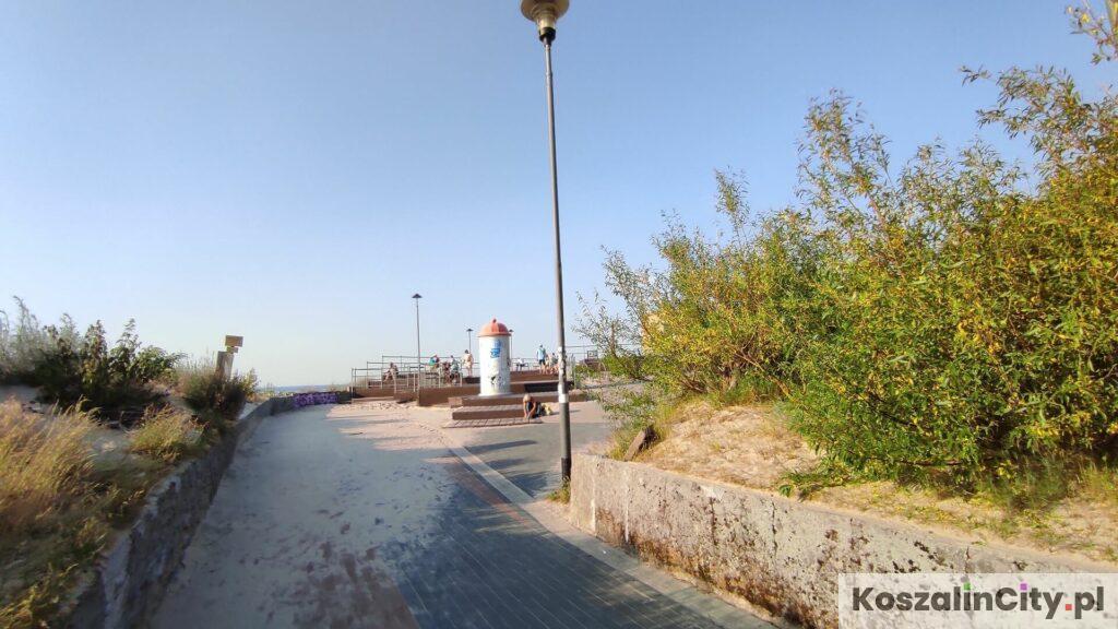 Główne wejście na plażę w Łazach