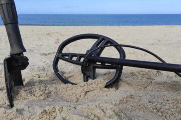 Wykrywacz metali na plaży – czy poszukiwania bez pozwolenia są legalne?