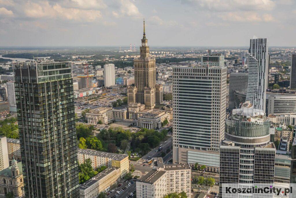 Wycieczka do Warszawy z Koszalina to okazja do zobaczenia Pałacu Kultury i warszawskiego city